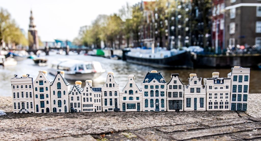 amsterdam-canal-district-klm-houses